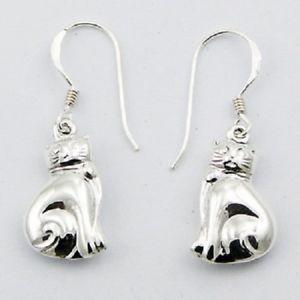 【送料無料】猫 キャット ネコ イヤリング ピアスシルバーピアスフックドロップスターリングサイズsilver earrings hook drop 925 sterling dangle small kittens size11mm x 30mm cats