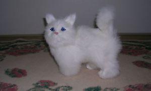 【送料無料】猫 ネコ キャット 置物 リアルウサギrealistic lifelike cat playing rabbit fur furry animal c329w