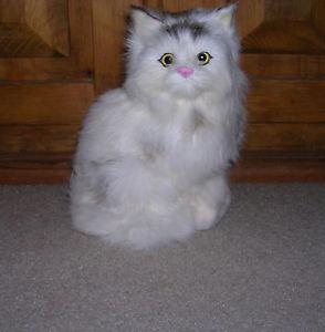 【送料無料】猫 ネコ キャット 置物 ウサギrealistic lifelike cat sitting rabbit fur furry animal c312bwc