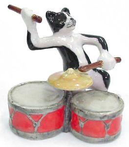 【送料無料】猫 ネコ キャット 置物 ミュージシャンドラムmb016 nr musician alley cat playing the drums retiring soon