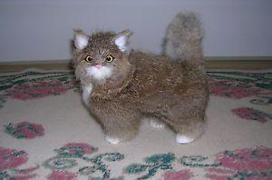 【送料無料】猫 ネコ キャット 置物 リアルウサギrealistic lifelike cat playing rabbit fur furry animal c329gy