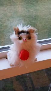 【送料無料】猫 ネコ キャット 置物 ハンドメイドミニチュアブライトレッドスレッドボール#×#;×#handmade miniature cat playing w bright red thread ball 3034;×3034;×3034; fur figurine