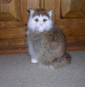 【送料無料】猫 ネコ キャット 置物 リアルウサギrealistic lifelike cat sitting rabbit fur furry animal c312gyb