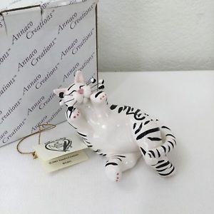 【送料無料】猫 ネコ キャット 置物 アーティストエイミー#ゼブラ2001 whimsiclay annaco creations by artist amy lamcombe 21010 zebra cat w box