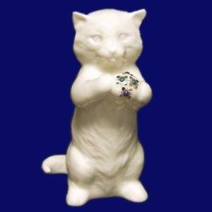 【送料無料】猫 ネコ キャット 置物 レノックスネコボールドルlenox friskie kitten figurine cute cat sculpture w jeweled ball 50 value