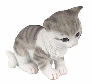 【送料無料】猫 ネコ キャット 置物 ミニチュアボックスtabby kitten sitting amp; looking down cat figurine miniature 35034;h in box
