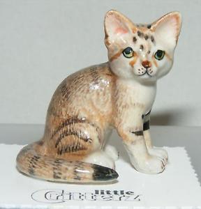 【送料無料】猫 ネコ キャット 置物 ミニチュア#;#little critterz miniature porcelain animal figure sand cat 034;dune034; lc976