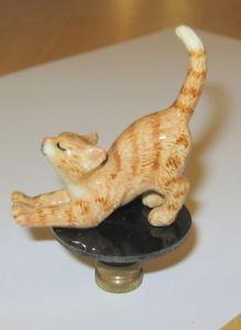 【送料無料】猫 ネコ キャット 置物 ジンジャーランプランプレストッパーginger kitten lamp finial, lamp topper, porcelain,