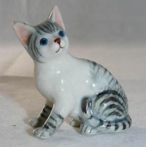 【送料無料】猫 ネコ キャット 置物 ミニチュアklima miniature porcelain animal figure grey tabby cat sitting e235