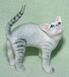 【送料無料】猫 ネコ キャット 置物 ミニチュアklima miniature porcelain animal figure grey cat standing k471