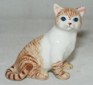 【送料無料】猫 ネコ キャット 置物 ミニチュアklima miniature porcelain animal figure tall sitting cat red m184