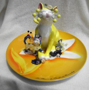 【送料無料】猫 ネコ キャット 置物 ##マ#034;daffodil034; whimsiclay yellow cat on dish, wsunflower 039;mara039;