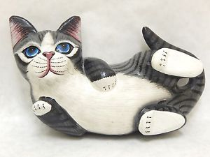 【送料無料】猫 ネコ キャット 置物 wooden cat playful hand carvedamp;painted wood home decor sculpture n1802