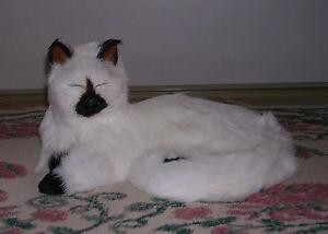 【送料無料】猫 ネコ キャット 置物 ウサギc230srealistic lifelike lying cat with eyes closed rabbit fur furry animal c230s