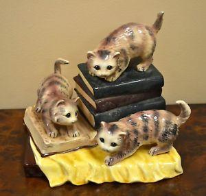 【送料無料】猫 ネコ キャット 置物 ceramic cat statuecats on books