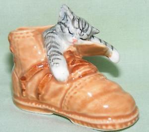 【送料無料】猫 ネコ キャット 置物 ミニチュアklima miniature porcelain animal figure cat in shoe l953