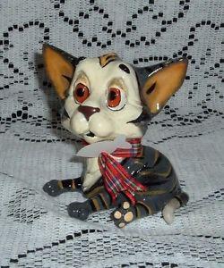 【送料無料】猫 ネコ キャット 置物 #ネコアローラボーンタグmillie little paws 3 34034; tall kitten lying figurine arora uk bone tag 306lp