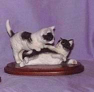 【送料無料】猫 ネコ キャット 置物 ストラットフォードコレクションthe stratford collection kittens playing b_w