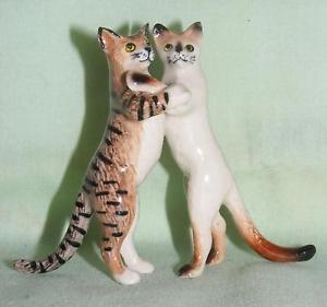 【送料無料】猫 ネコ キャット 置物 ミニチュアカップルklima miniature porcelain animal figure dancing cat couple standing k600