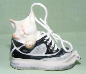 【送料無料】猫 ネコ キャット 置物 ミニチュアマウスklima miniature porcelain animal figure cat asleep in shoe with mouse k733