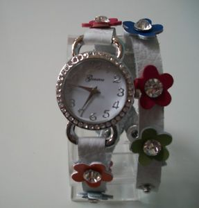 【送料無料】腕時計 ウォッチジュネーブラインストーンアクセントフラワーラップファッションgeneva womens rhinestoneaccented colorful flower wraparound fashion watch