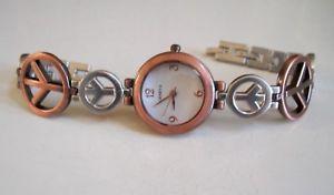 【送料無料】腕時計 ウォッチジュネーブブラシシルバーゴールドピースサインファッションドレッシーカジュアルウォッチwomens geneva brush silverrose gold peace sign fashion dressycasual watch