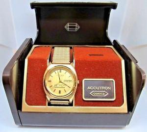 【送料無料】腕時計 ウォッチハンブルクaccutron hamburg division quartz daydate watchworks