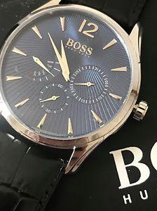 【送料無料】腕時計 ウォッチヒューゴボスメンズエンボスレザークロノグラフウォッチhugo boss mens embossed leather commander daydate chronograph watch 1513489 nwt