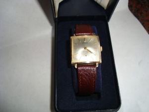 【送料無料】腕時計 ウォッチビンテージメンズゴールドスクエアfabulous vintage mens 9ct gold square avia wrist watch 1963 edinburgh fwo