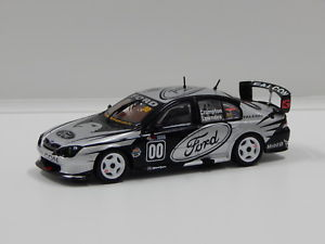 【送料無料】模型車 モデルカー スポーツカーフォードファルコンギブソンモータースポーツバサーストラウンズ143 ford au falcon gibson motorsport 2001 bathurst lowndescrompton 00 bia