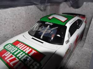 【送料無料】模型車 モデルカー スポーツカーエリオットサドラーハントピザサインnascar elliott sadler 1 hunt brothers pizza autographed 1 of 505 2017