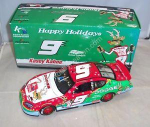 【送料無料】模型車 モデルカー スポーツカーアクション#サムホリデークリスマスダッジディーラーチャージャーケーシー124 action 2007 9 sam bass holiday christmas dodge dealers charger kasey kahne