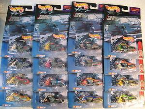【送料無料】模型車 モデルカー スポーツカーレーススクーターシリーズ1999 hw hotwheels nascar racing scorchin scooter series lot of 16