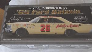 【送料無料】模型車 モデルカー スポーツカーレーシングジュニア#ジョンソンヒイラギファームフォードサイン124 racing legends 1965 26 junior johnson holly farms ford galaxie autograph