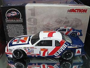 【送料無料】模型車 モデルカー スポーツカーリリースカイルペティフォードサンダーバードrare 2003 release 1985 kyle petty 711 wood brothers ford thunderbird 124
