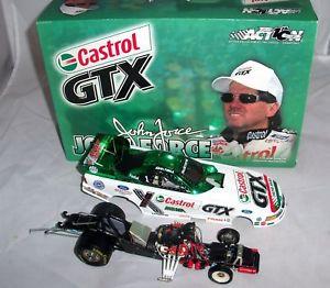 【送料無料】模型車 モデルカー スポーツカーアクションムスタングジョン124 2002 action mustang funny car castrol gtx john force color chorme 11008