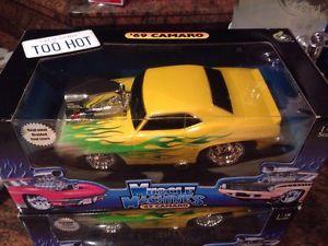 【送料無料】模型車 モデルカー スポーツカーマシンマシンカマロmuscle machines 118 , muscle machine , camaro with flames