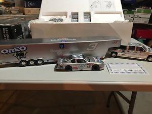 【送料無料】模型車 モデルカー スポーツカーデイルアーンハートショー#rare dale earnhardt 2001 oreo 124 show trailer set one of 2892