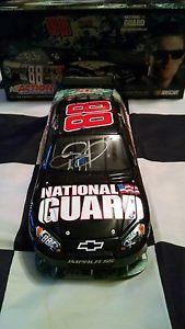 【送料無料】模型車 モデルカー スポーツカーデイサインアメリカ2009 dale earnharst jr autographed national guard serving america 124