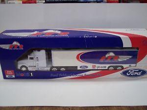 【送料無料】模型車 モデルカー スポーツカークラシックカートランスポーターclassic carlectables car transporter 2 cars 143