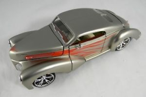 【送料無料】模型車 モデルカー スポーツカースズフォードカスタムゼファーシルバーモデルjm2128011tin s manufactured 76702 ford incoln custom zephyr silver model