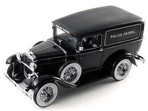 【送料無料】模型車 モデルカー スポーツカーシグネチャーモデルフォードパネルブラックモデル