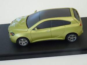 【送料無料】模型車 モデルカー スポーツカーモデルアルファロメオカマルジュネーブchestnut models 143 alfa romeo kamal geneve 2003