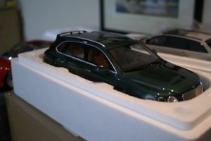 【送料無料】模型車 モデルカー スポーツカーグアテマラグアテマラgt spirit bentley bentayga green 118 gt133
