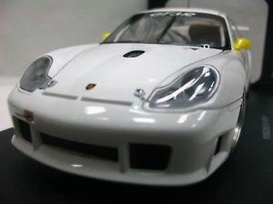 【送料無料】模型車 モデルカー スポーツカーワウポルシェグアテマラボディオートアートwow extremely rare porsche 996 911 gt3r lm 2001 white plain body 118 auto art