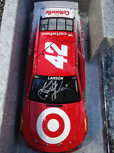 【送料無料】模型車 モデルカー スポーツカーカイルラーソン#ターゲット2015 kyle larson signed 42 target chevy ss car ready to ship 1 of 1741