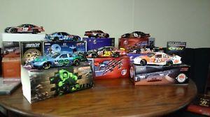 【送料無料】模型車 モデルカー スポーツカーブランドスケールスパイダーマンハルクコレクションa collection of eight 8 brand nascar 124 scale cars, spiderman, the hulk,