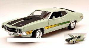 【送料無料】模型車 モデルカー スポーツカーオートワールドフォードトリノコブラライトグリーンブラックモデル