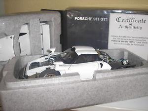 【送料無料】模型車 モデルカー スポーツカーポルシェグアテマラホワイトporsche 911 gt1 white 1997 in 118 by autoart