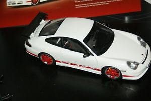 【送料無料】模型車 モデルカー スポーツカーポルシェグアテマラルピーホワイト118 autoart porsche 911 gt3 rs 2004 white with red stripes